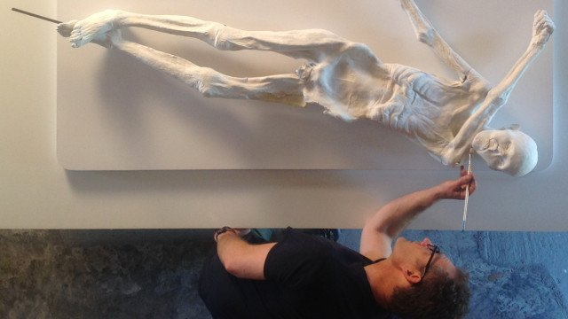 gary-staab-painting-3d-printed-otzi-the-iceman