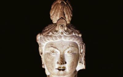 Restauro delle statue di Buddha in Cina